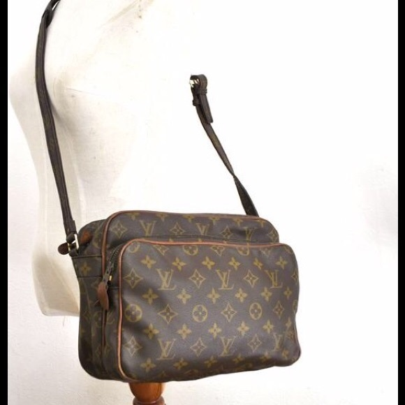 71cd0268bc9 Louis Vuitton Handbags - Authentic Vintage Louis Vuitton Nile GM Crossbody